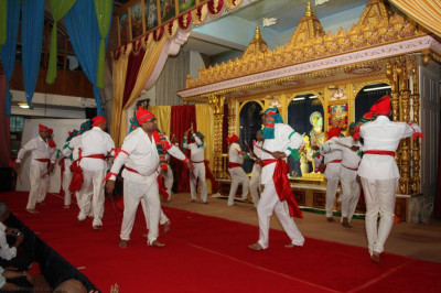 Senior disciples perform an energetic devotional 'raas' bringing back memories of when they first performed over two decades ago to please Lord Shree Swaminarayanbapa Swamibapa and His Divine Holiness Acharya Swamishree
