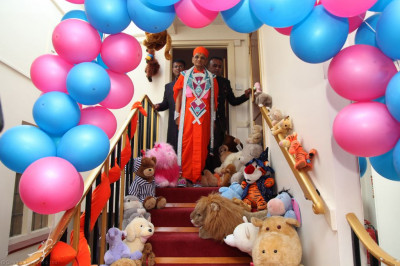 His Divine Holiness Acharya Swamishree prepares to enter the main hall of Shree Swaminarayan Temple London