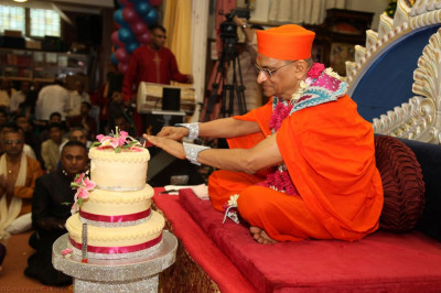His Divine Holiness Acharya Swamsihree cuts the cake