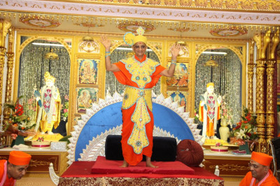 His Divine Holiness Acharya Swamishree adorned in beautiful sandalwood 'vagha' blesses all