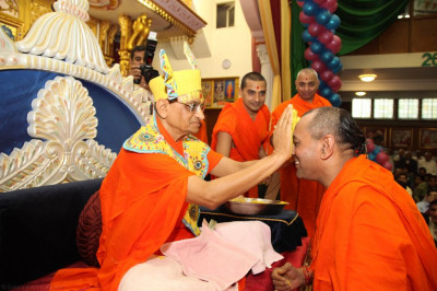 His Divine Holiness Acharya Swamishree lovingly applies sandalwood paste to the faces of all Sants