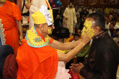 His Divine Holiness Acharya Swamishree lovingly applies sandalwood paste to all disciples