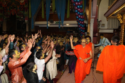 Sants and disciples continue rejoicing as the fantastic Bhav Pushpanjali Smaran celebrations conclude at Shree Swaminarayan Temple London