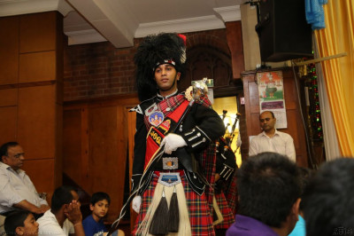 Shree Muktajeevan Pipe Band perform in what is the last performance at Shree Swaminarayan Temple in Golders Green to please Lord Shree Swaminarayanbapa Swamibapa and His Divine Holiness Acharya Swamishree