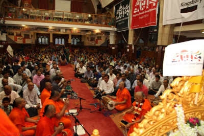 Hundreds of disciples gather at Shree Swaminarayan Temple London