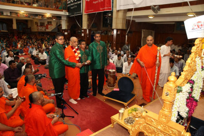His Divine Holiness Acharya Swamishree and disciples offer aarti to Shree Harikrishna Maharaj