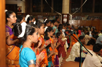 "Young disciples sing the traditional devotional song  ""Ne Samaju Shreeji Shi Rithe "" to please Lord Shree Swaminarayanbapa Swamibapa and His Divine Holiness Acharya Swamishree"