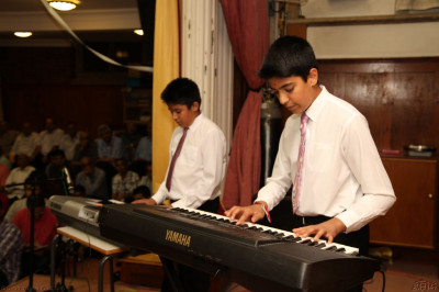 Young disciples play a jazz recital on the keyboard to please Lord Shree Swaminarayanbapa Swamibapa and His Divine Holiness Acharya Swamishree