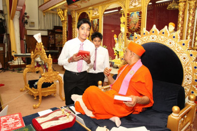 His Divine Holiness Acharya Swamishree blesses young disciples who performed the keyboard jazz recital