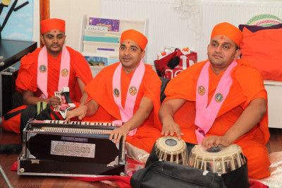 Sants perform traditional and modern devotional songs whilst playing the Harmonium and tabla which the children enjoyed tremendously