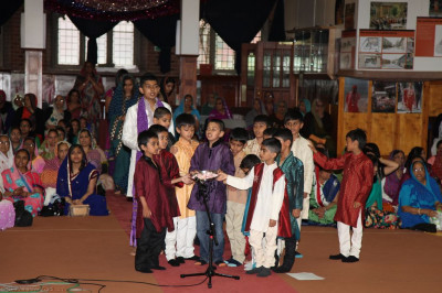 Young disciples perform aarti to please Lord Shree Swaminarayanbapa Swamibapa and His Divine Holiness Acharya Swamishree