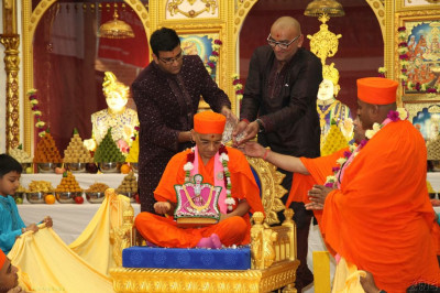 Disciples shower Acharya Swamishree with diamonds
