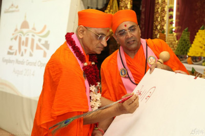 "Acharya Swamishree also launched the mantra writing of  ""Swaminarayanbapa Swamibapa "". Acharya Swamishree wrote the first mantra on a large canvas."
