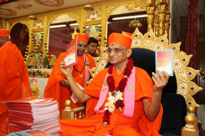 Acharya Swamishree unveils the mantra books
