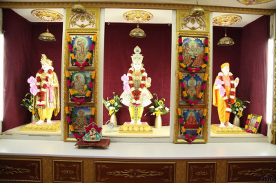 Divine darshan of Lord Shree Swaminarayanbapa Swamibapa at Shree Swaminarayan Temple London (Golders Green)