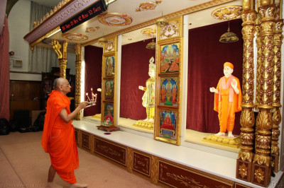 His Divine Holiness Acharya Swamishree performs arti to Lord Shree Swaminarayanbapa Swamibapa for the final time at Shree Swaminarayan Temple London (Golders Green)