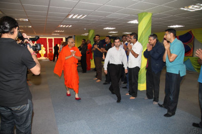 His Divine Holiness Acharya Swamishree returns to Golders Green