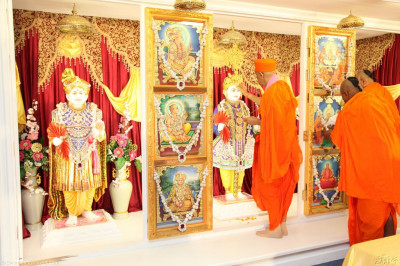 His Divine Holiness Acharya Swamishree applies chandlo to Lord Shree Swaminarayan