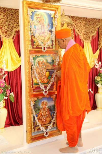 His Divine Holiness Acharya Swamishree applies chandlo to Lord Shree Swaminarayanbapa Swamibapa