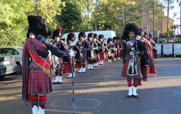 Shree Muktajeevan Pipe Band London Leads Remembrance Day Parade - Edgware