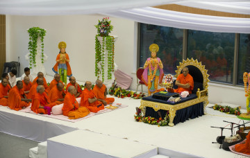 Acharya Swamishree Maharaj's Divine Ashirwad - 11th August 2014