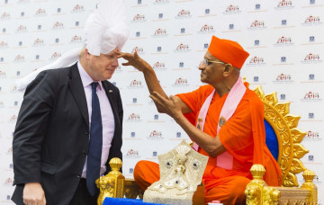 Acharya Swamishree Maharaj is joined by Mayor of London Boris Johnson to open Purushottam Mahal
