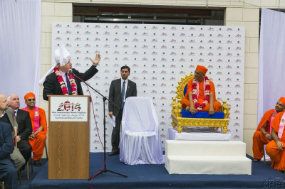 "The Mayor of London addresses all and explains why London is the best big city in the world.   ""This Mandir is part of the reason people from all over the world want to come to this city. """