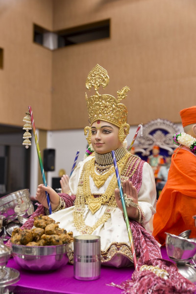 Divine darshan of Lord Shree Swaminarayan dining on  bhajia and doodh pawa (sweetened milk with flattened rice soaked in it) as is traditional for Sharad Poonam celebrations around the world<br>