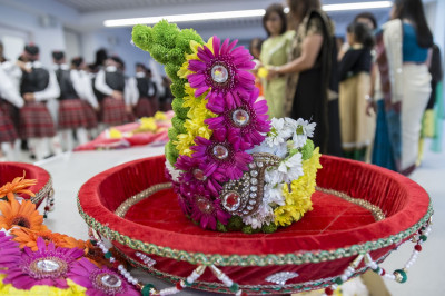 The beautifully crafted crown made from pink, green, white and yellow flowers is carried into Shree Swaminarayan Mandir Kingsbury to present to Jeevanpran Shree Muktajeevan Swamibapa