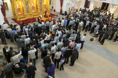 Hundreds of disciples gathered at Shree Swaminarayan Mandir Kingsbury offer aarti to Jeevanpran Shree Muktajeevan Swamibapa on the occasion of the celebration of the 107th manfestation anniversary
