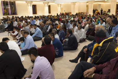 Hundreds of disciples fill Shree Swaminarayan Mandir Kingsbury as the divine blessings of His Divine Holiness Acharya Swamishree sent especially for this celebration are read