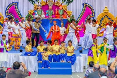His Divine Holiness Acharya Swamishree dances on stage with all disciples who took part in the evening performances