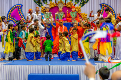 His Divine Holiness Acharya Swamishree dances on stage with Sants and all disciples who took part in the evening performances