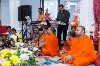 Talented sants and disciples perform devotional songs