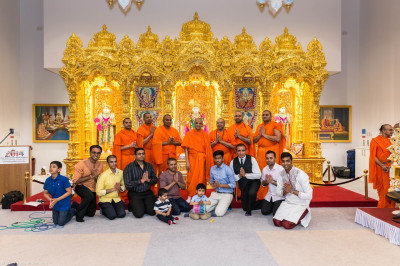 His Divine Holiness Acharya Swamishree blesses all sants and disciples who performed during the evening