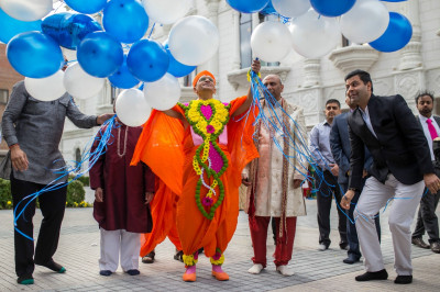 His Divine Holiness Acharya Swamishree releases blue and white balloons