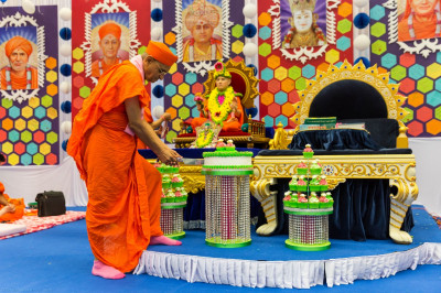 His Divine Holiness Acharya Swamishree cuts the delicious cake
