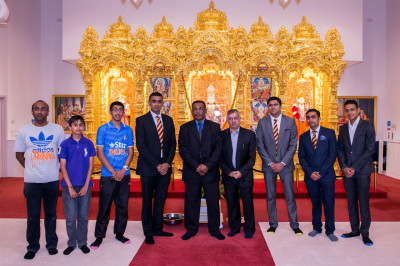 Cricket fans welcome Gordon Greenidge to the mandir