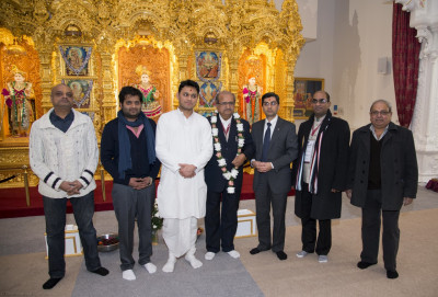 Shri Bhupendrasinh Jii Chudasama together with members of the main committee of Shree Swaminarayan Mandir Kingsbury