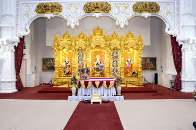 Divine darshan of Lord Shree Swaminarayanbapa Swamibapa inside Shree Swaminarayan Mandir Kingsbury