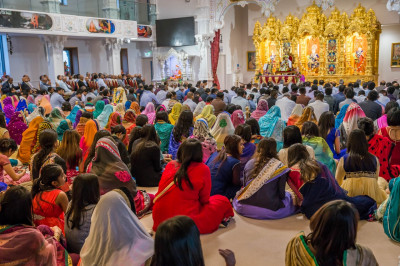 Hundreds of disciples gather to celebrate Gurupoonam at Shree Swaminarayan Mandir Kingsbury