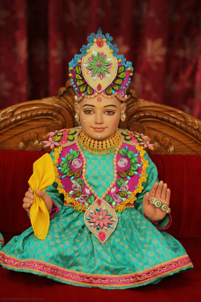 Divine darshan of Lord Shree Swaminarayan seated on the hindola