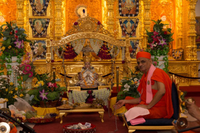 Acharya Swamishree with Lord Swaminarayan