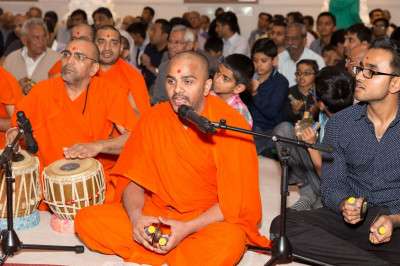 Sants and disciples sing and perform utsav in honour of Lord Swaminarayan