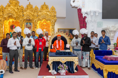 His Holiness Acharya Swamishree blesses disciples who are members of Swamibapa Cricket Club and members of the International national cricket team