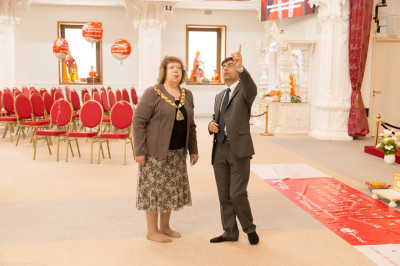 The Mayor of Brent Lesley Jones is given a brief tour of the mandir by the trustees and disciples of Shree Swaminarayan Mandir Kingsbury<br>