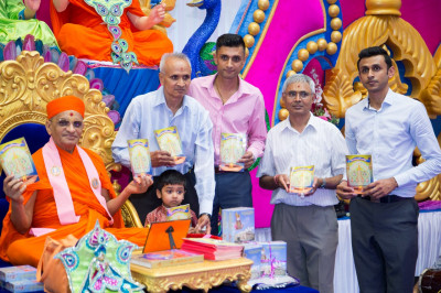 His Divine Holiness Acharya Swamishree officially releases the english translation of Sanskar Deepika 4 publication