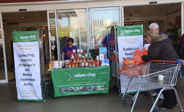 Shree Swaminarayan Mandir Kingsbury Collects Hundreds of Food Items for the Homeless