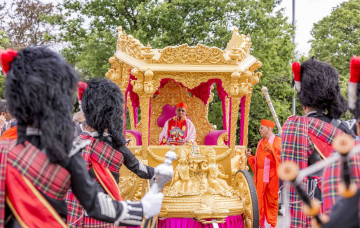 Acharya Swamishree Maharaj's Arrival in London - May 2015