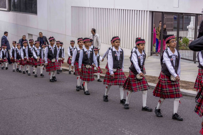 The young cadets march with Shree Muktajeevan Pipe Band leading the golden chariot into the grounds of Shree Swaminarayan Mandir Kingsbury